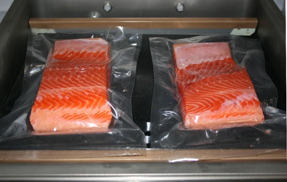 Данный вакуумный упаковщик пользуется заслуженной популярностью у заготовителей грибов, орехов, рыбы, мяса, необходимо только правильно подобрать вакуумные пакеты для вашего продукта.